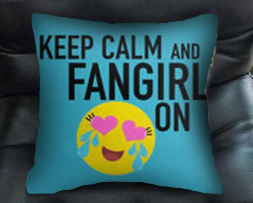 https://cdn.shopify.com/s/files/1/0985/5304/products/keep_calm_and_fangirl_on_bantal_kotak.jpg?v=1454471553